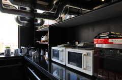 キッチン家電の様子。ヘルシオもあり。(2012-08-01,共用部,KITCHEN,1F)