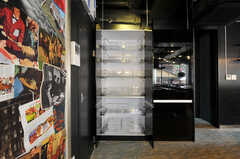 食材などを保管する収納棚の様子。(2012-04-24,共用部,KITCHEN,1F)