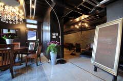 住人専用ラウンジの様子。基本的に、入居者以外の方は1階フロア以外には立ち入れません。(2012-04-09,共用部,LIVINGROOM,2F)