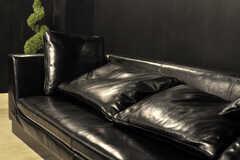 ソファは本革。質感がしっとりとしています。(2012-04-09,共用部,LIVINGROOM,2F)