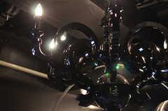 黒光りするアダルティックでデコラティブなシャンデリア。(2012-04-09,共用部,LIVINGROOM,2F)