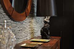 サイドテーブルに置かれたランプはラビットです。(2012-04-09,共用部,LIVINGROOM,2F)