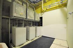ランドリーの様子。洗濯機が6台、ガス式乾燥機が3台、電気式乾燥機が3台設置されるとのこと。(2012-04-09,共用部,LAUNDRY,)