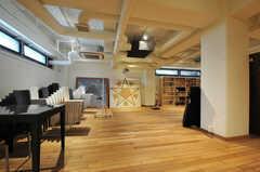 半地下にはイベントスペースがあり、定期的なワークショップも開催されている様子。(2012-12-03,共用部,LIVINGROOM,)