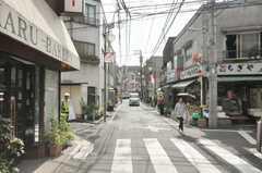 東京メトロ副都心線雑司が谷駅からシェアハウスへ向かう道の様子。(2009-08-20,共用部,ENVIRONMENT,1F)