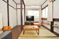 キッチンの隣には床座のコミュニティ・スペース。(2009-08-03,共用部,LIVINGROOM,2F)