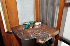 玄関脇の小物置き。(2009-08-03,共用部,OTHER,2F)