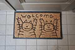 お出迎えしてくれるネコちゃんたち。(2012-12-13,周辺環境,ENTRANCE,1F)