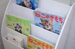 「ねこのきもち」は最新刊が用意されるのだそう。(2012-12-13,共用部,LIVINGROOM,2F)
