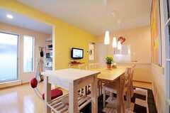 キッチンワゴンがあり、料理を作るときに作業台として使えます。(2010-11-05,共用部,LIVINGROOM,1F)
