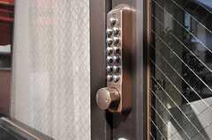1階の鍵の様子。(2012-02-28,周辺環境,ENTRANCE,1F)
