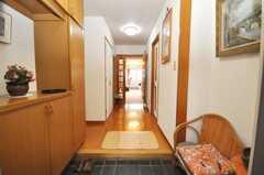 シェアハウスの正面玄関から見た内部の様子。(2009-05-19,周辺環境,ENTRANCE,9F)