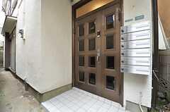 シェアハウスの玄関ドア。(2014-06-24,周辺環境,ENTRANCE,1F)