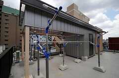 屋上には物干しもあります。(2011-07-05,共用部,OTHER,5F)