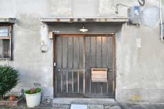 シェアハウスの玄関。(2019-11-13,周辺環境,ENTRANCE,1F)