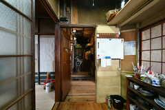 キッチン側から見た廊下の様子。(2019-11-13,共用部,OTHER,1F)