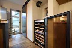 キッチン脇にはワインセラーが設置されています。(2016-09-12,共用部,KITCHEN,1F)